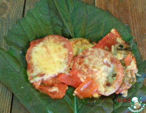 Скумбрия запеченная с перцем и помидорами