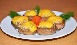 Рецепт Фаршированные шампиньоны под сырной шапочкой с фото