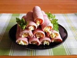 Кулинарный рецепт Ветчинные рулетики с сыром с фото