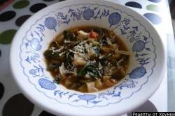 Рецепт Томатный суп с тертым сыром и базиликом с фото