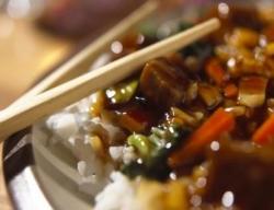 Рецепт Курица терияки с чили, чесноком, зеленым луком и рисом с фото