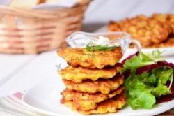 Кулинарный рецепт Оладьи из курицы и кукурузы с фото