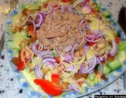 Рецепт Салат с тунцом консервированным и майонезом с фото
