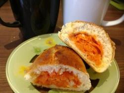 Сладкие пушистые дрожжевые пирожки с морковкой