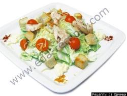 Салат с сухариками и мясом Вкусняшка