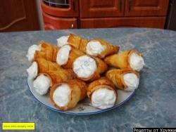 Кулинарный рецепт Слоеные рожки с безе с фото
