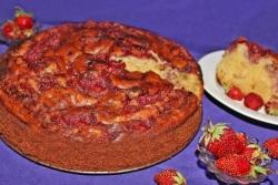 Пирог Зебра на кефире с клубникой