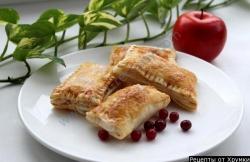 Пирожки с брусникой и яблоками в духовке рецепт приготовления с фото
