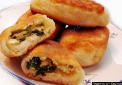 Жареные пирожки с луком и яйцом