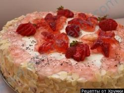 Клубничный торт со сливочным кремом