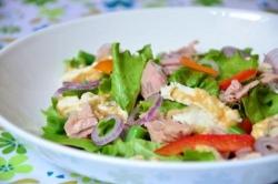 Рецепт Салат с тунцом, зеленой фасолью и омлетом с фото