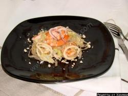 Салат с рисовой лапшой