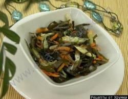 Салат кальмары с консервированной морской капустой