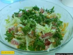 Салат из капусты с колбасой и кукурузы