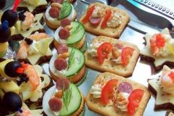 Кулинарный рецепт Канапе Ассорти на крекерах с фото
