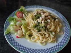 Паста с креветками и зеленым луком