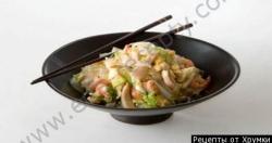 Рецепт Рисовая лапша с креветками и кальмарами с фото