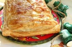 Кулинарный рецепт Сырный пирог из слоеного теста с фото