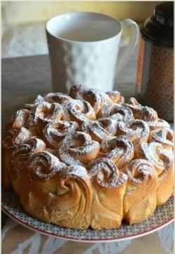 Кулинарный рецепт Красивый булочный пирог Букет роз с фото