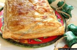 Греческий слоеный пирог с фаршем Наполеон закусочный рецепт с фото