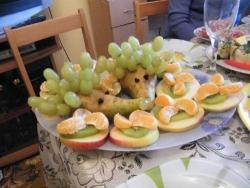 Ёжики из фруктов