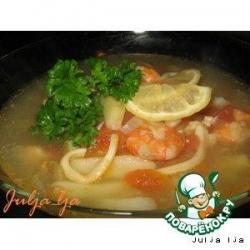 Суп с томатами, форелью и морепродуктами