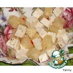 Салат с фетой и ананасами