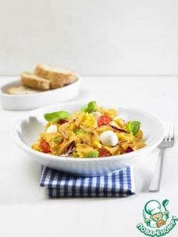 Салат с фарфалле и сыром моцарелла