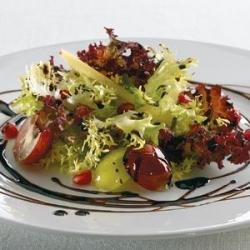 Салат из граната с виноградом