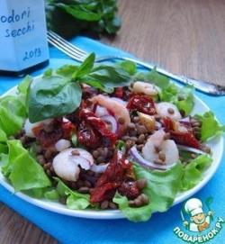 Салат из чечевицы с креветками и вялеными томатами