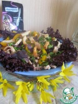 Горячий салат с кальмарами и фасолью