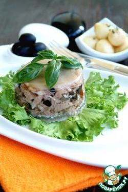 Мини-террины из свиной рульки с маслинами, каперсами и вялеными томатами