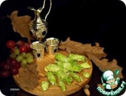 Закусочные рулеты с виноградом