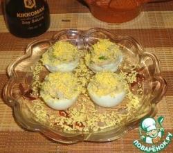 Яйца с курагой и рыбным паштетом