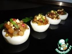 Закуска из яиц и зеленой чечевицы с карамелизированным луком