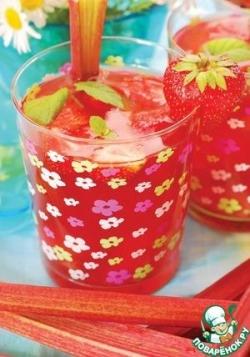 Сок из яблок и клубники
