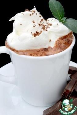 Кофе с мятным сиропом и шоколадной крошкой