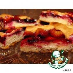 Сливовый пирог с решеткой из безе