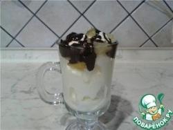 Мороженое с горячим шоколадом и ананасами