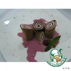 Шоколадный блин с земляничным кремом
