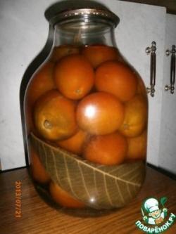 Консервирование помидоры с ореховыми листьями