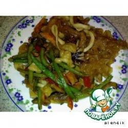 Грибы тремелла и морепродукты, жаренные с овощами по-китайски
