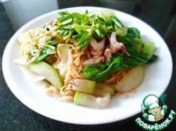 Лапша с овощами и морепродуктами по-вьетнамски