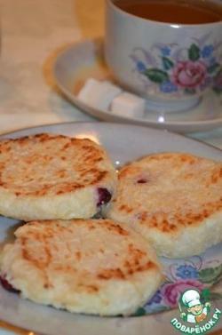 Сырники творожно-рисовые с вишней