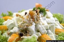 Салат с грецкими орехами и ананасом