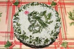 Салат На траве дрова с кириешками и колбасой