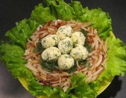 Вкусный салат гнездо кукушки