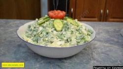 Зеленый салат из огурцов с луком