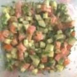 Салат из огурцов и помидоров и сметаны