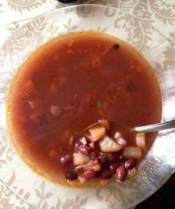 Суп из консервированной красной фасоли в томатном соусе